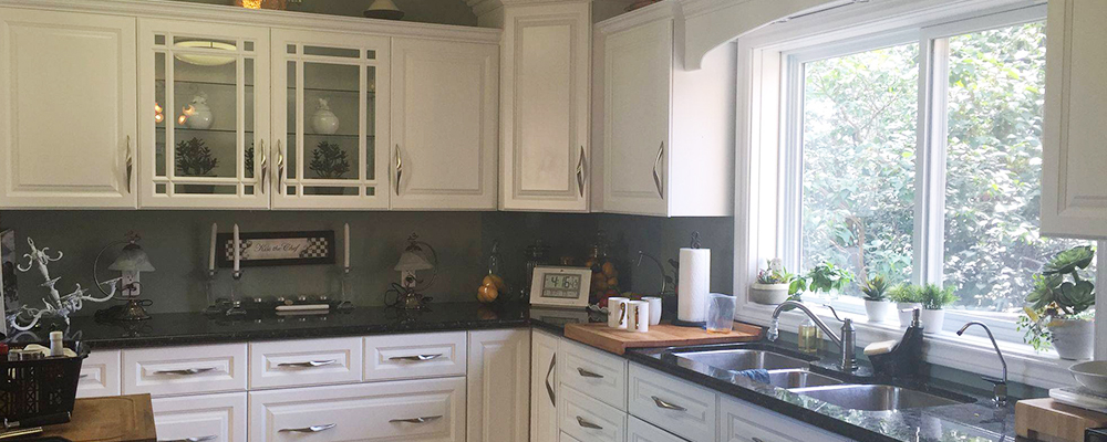 kitchen-cabinet spray-painter niagara. should i get my kitchen cabinets painted. white kitchen cabinets niagara.