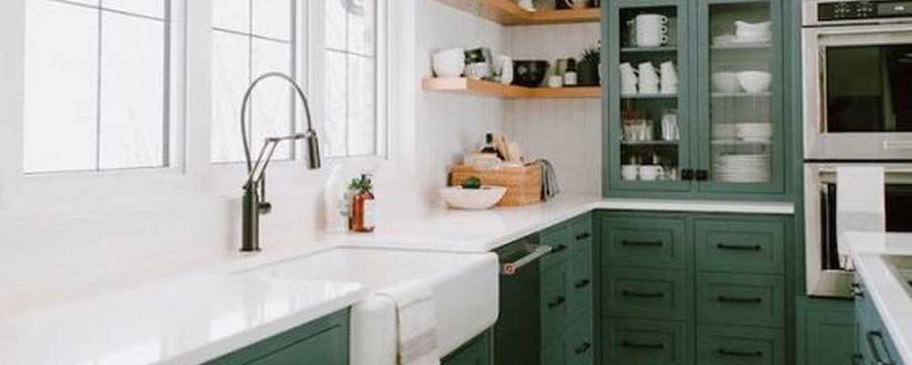 how to choose kitchen cabinet colour. kitchen cabinet spray-painting niagara.